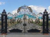 Кованые изделия из металла (ворота)